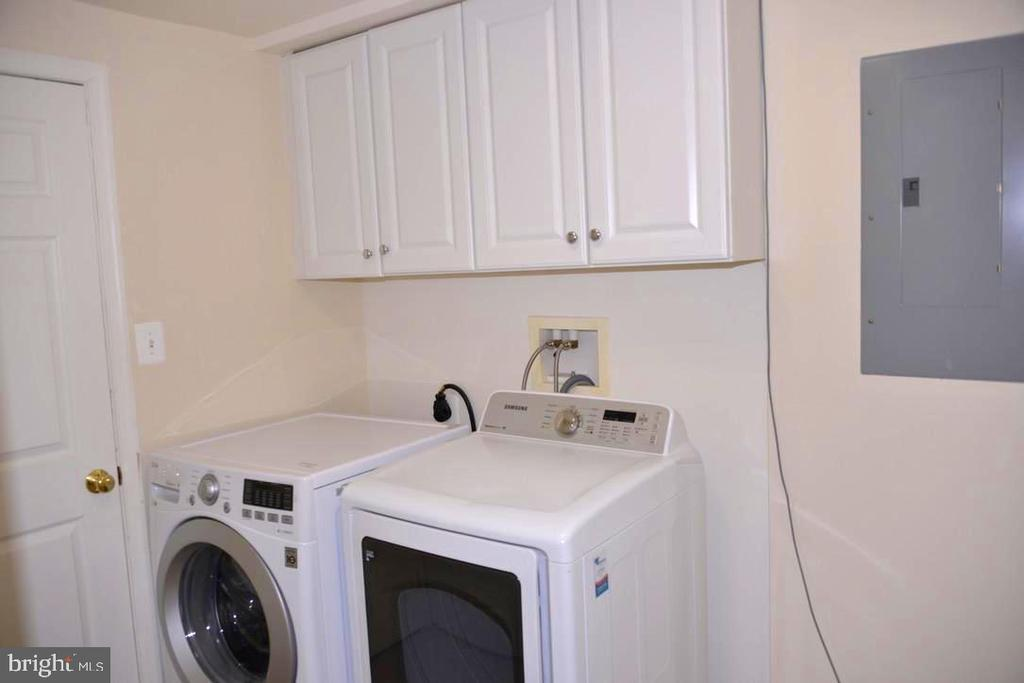 Laundry Room with Washer/Dryer. - 9374 TARTAN VIEW DR, FAIRFAX