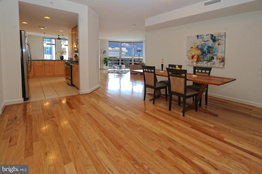 A spacious formal dining room - 11990 MARKET ST #1403, RESTON