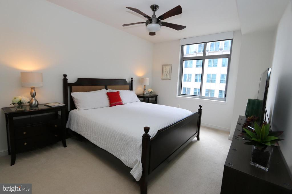 Master bedroom with ceiling fan - 11990 MARKET ST #1403, RESTON