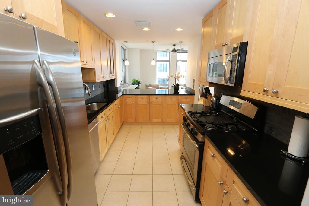 Stainless appliances and granite tops - 11990 MARKET ST #1403, RESTON