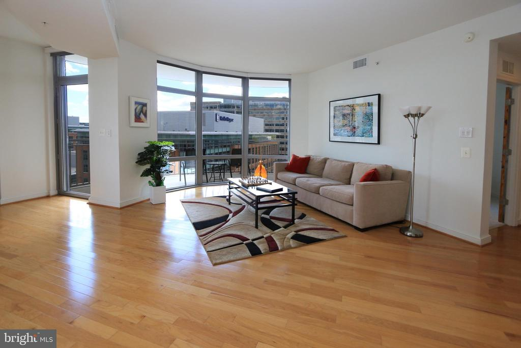 Living room with large views - 11990 MARKET ST #1403, RESTON