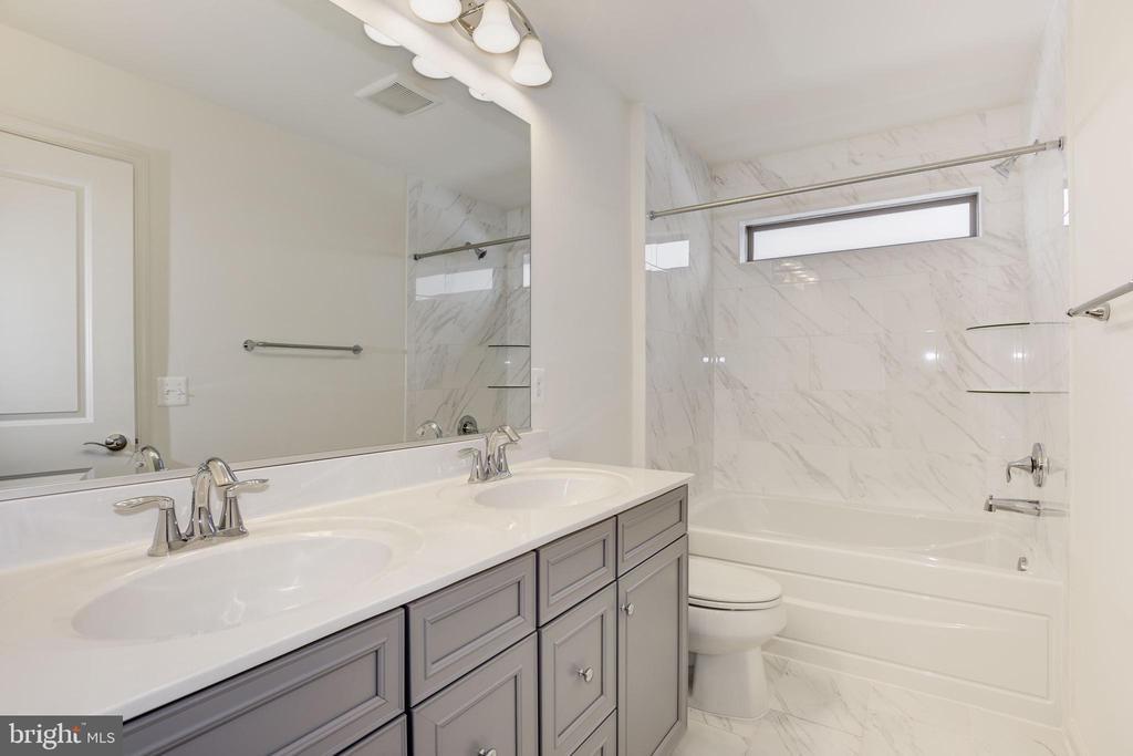 Master Bathroom - 131 TOLOCKA TER NE, LEESBURG