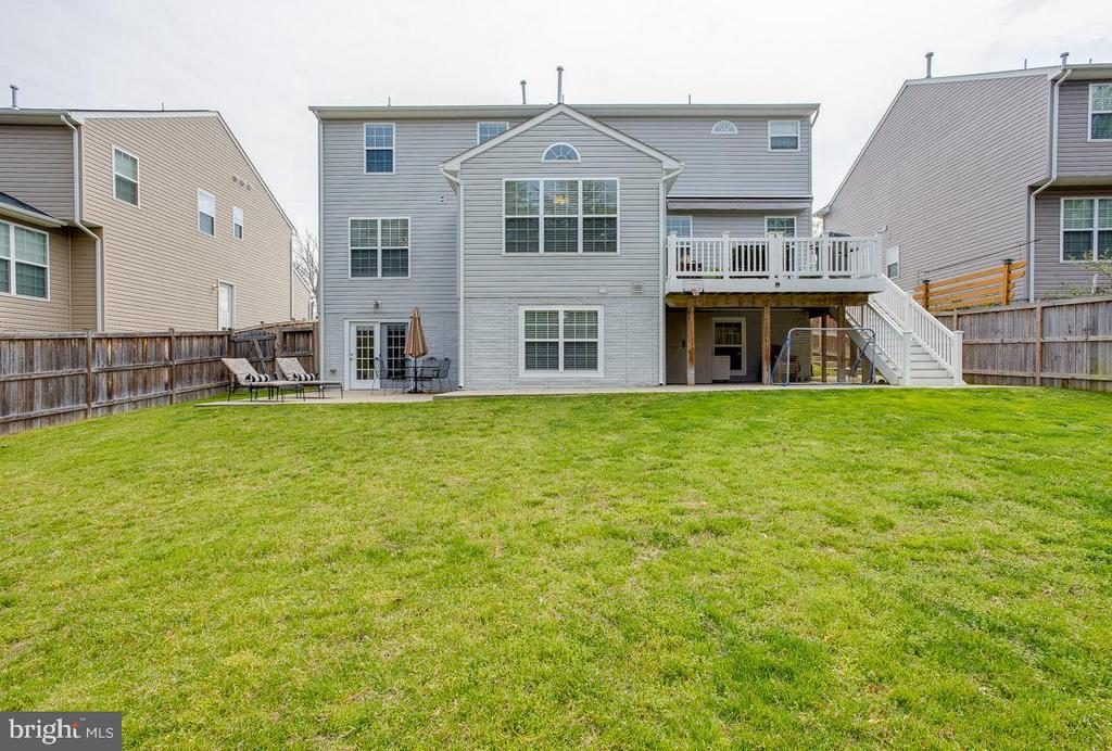 Patio on left, deck with Trex stairs on right - 51 FOUNTAIN DR, STAFFORD