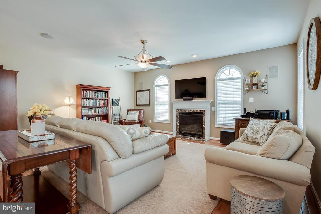 Family room with gas fireplace, built-in speakers - 51 FOUNTAIN DR, STAFFORD