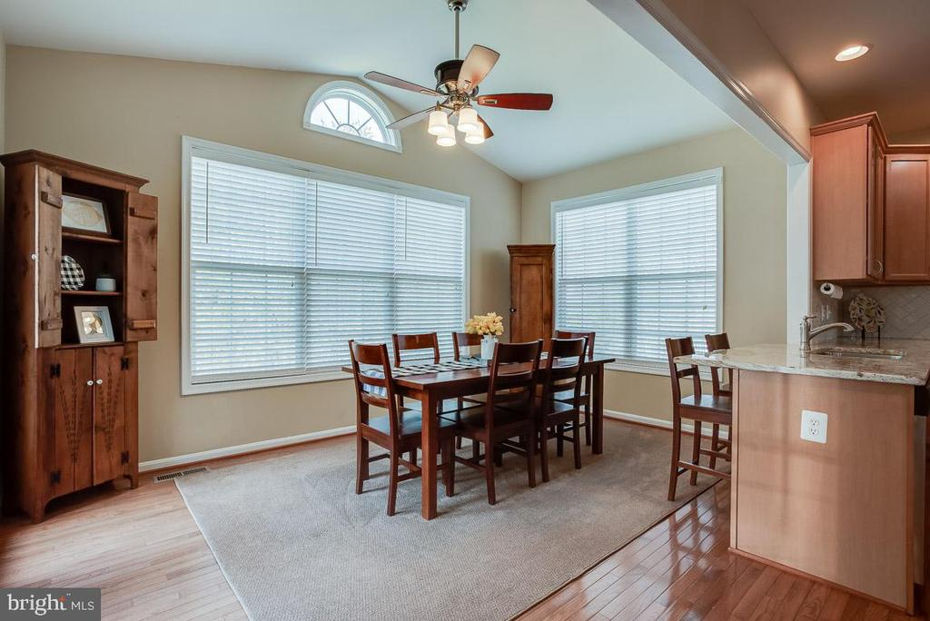 Sun-room, house has lots of natural lighting - 51 FOUNTAIN DR, STAFFORD