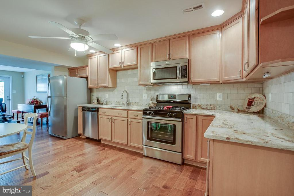 Full kitchen, SS appliances in lower level (LL) - 51 FOUNTAIN DR, STAFFORD