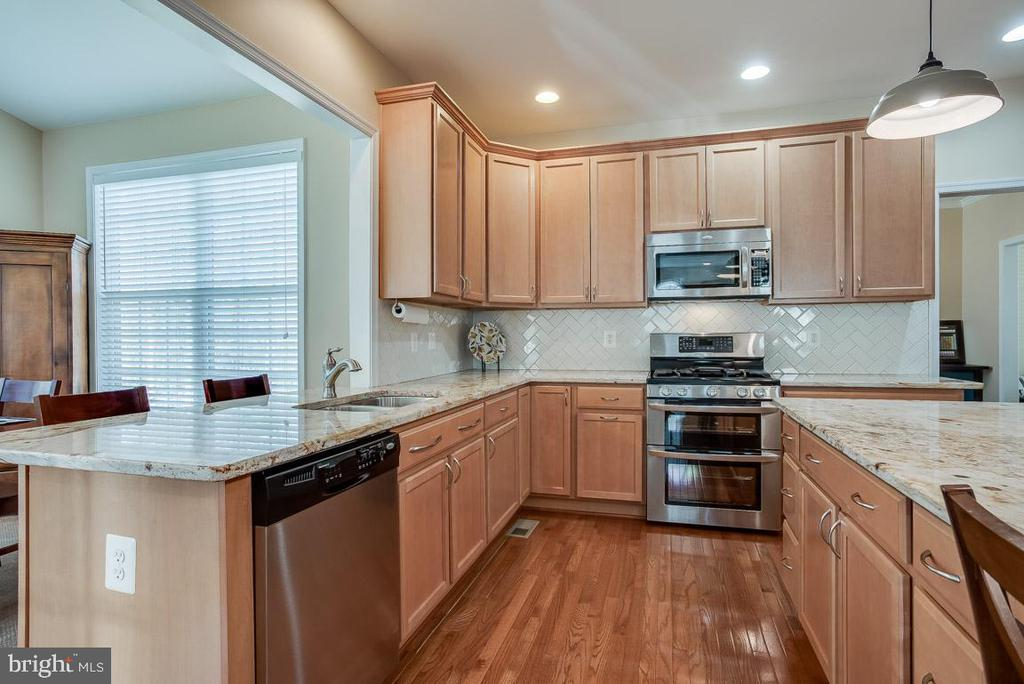 Double oven, larger 27 cu ft refrigerator - 51 FOUNTAIN DR, STAFFORD