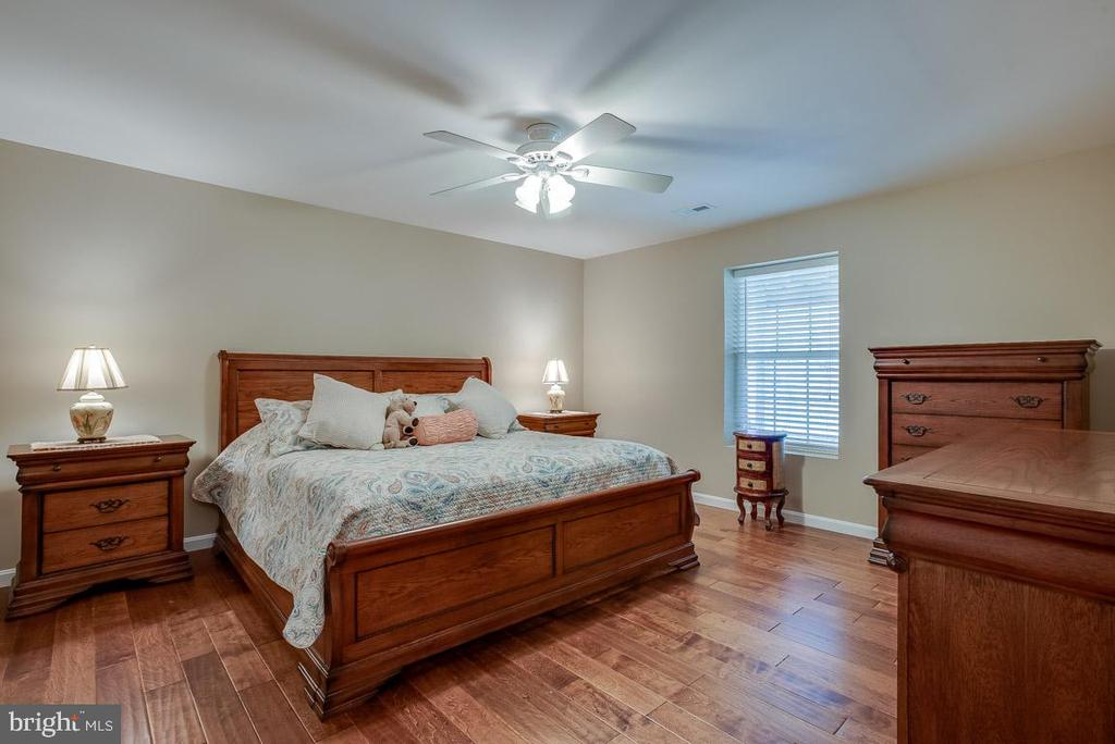 LL bedroom , hand-scrapped engineered flooring - 51 FOUNTAIN DR, STAFFORD