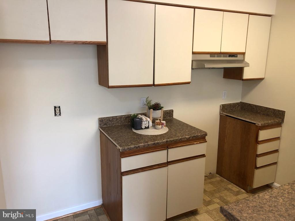 BRAND NEW APPLIANCES COMING - 5388-D BEDFORD TER, ALEXANDRIA