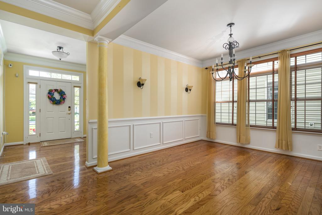 Formal Dining  with Hardwood and Custom Blinds - 20579 CRESCENT POINTE PL, ASHBURN