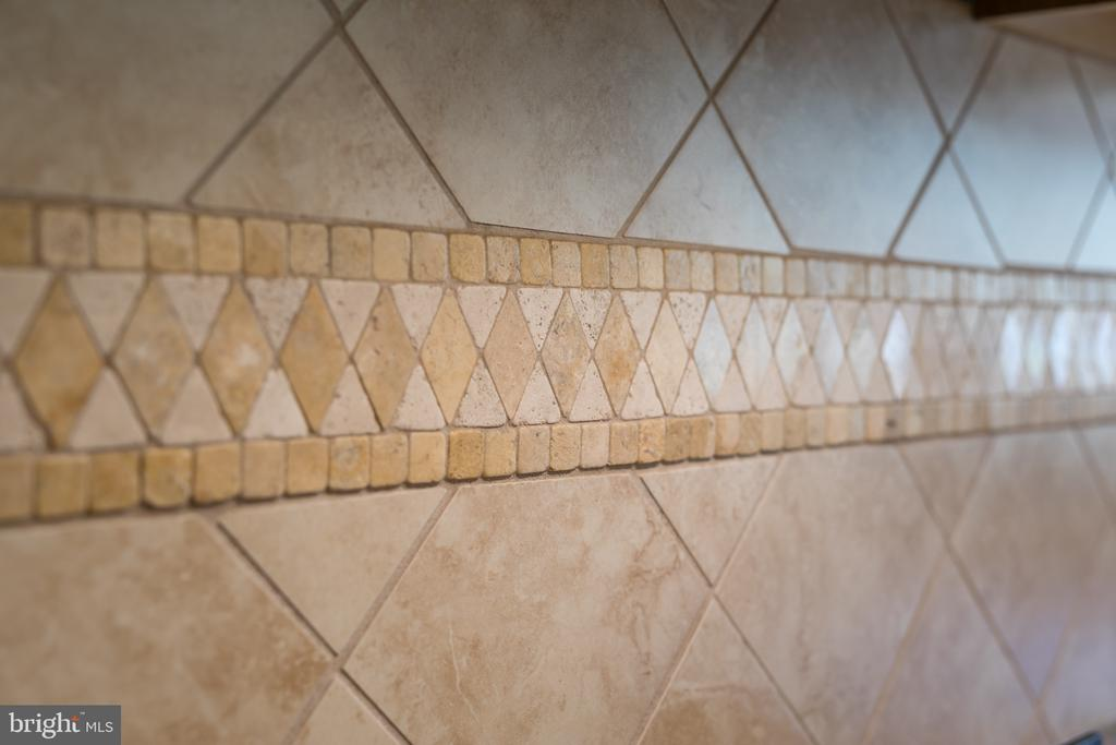 Custom tile in KItchen/Butlers Pantry! - 20579 CRESCENT POINTE PL, ASHBURN