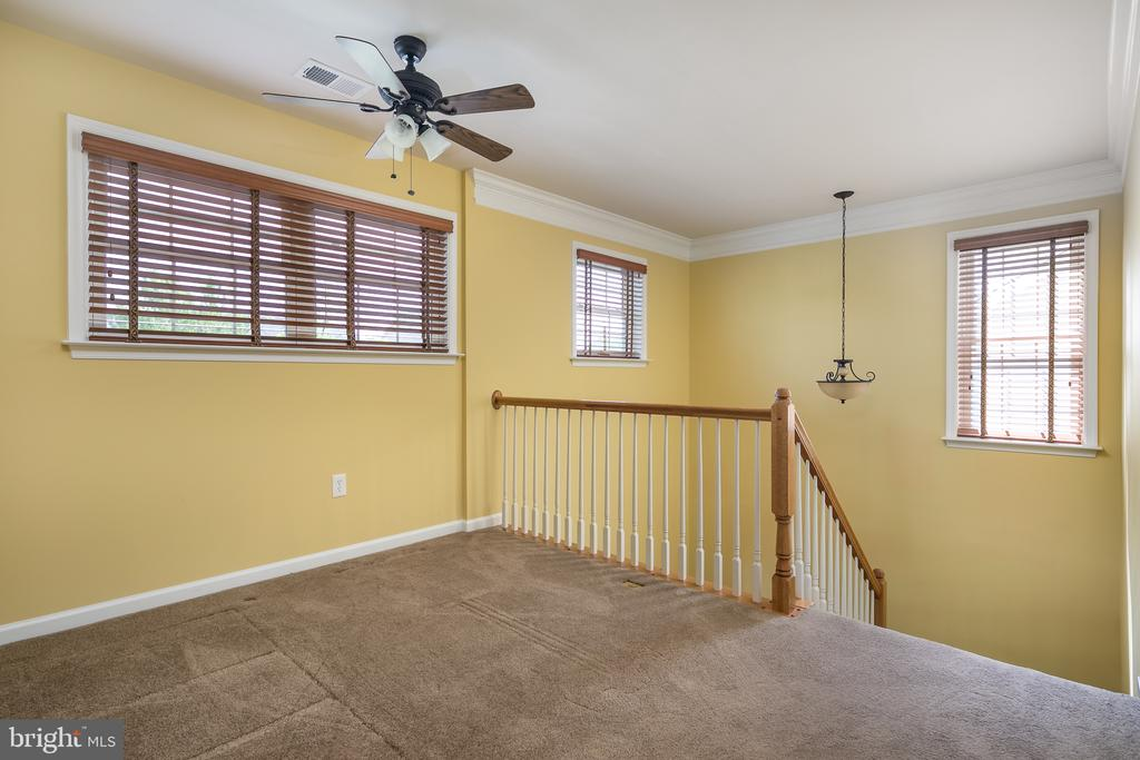 Upstairs Landing for Sitting Area or Office Space - 20579 CRESCENT POINTE PL, ASHBURN