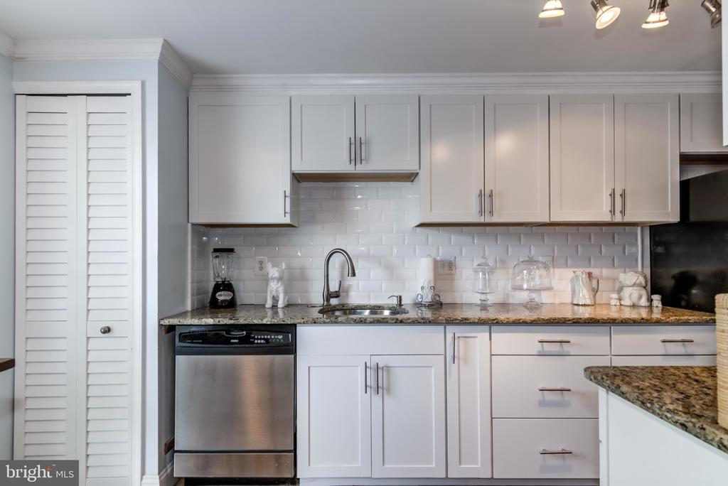 Kitchen - 14522 BLACK HORSE CT, CENTREVILLE