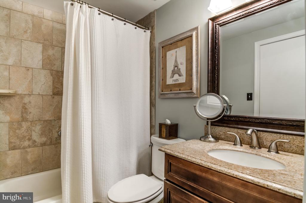Upstairs Full Bathroom - 14522 BLACK HORSE CT, CENTREVILLE