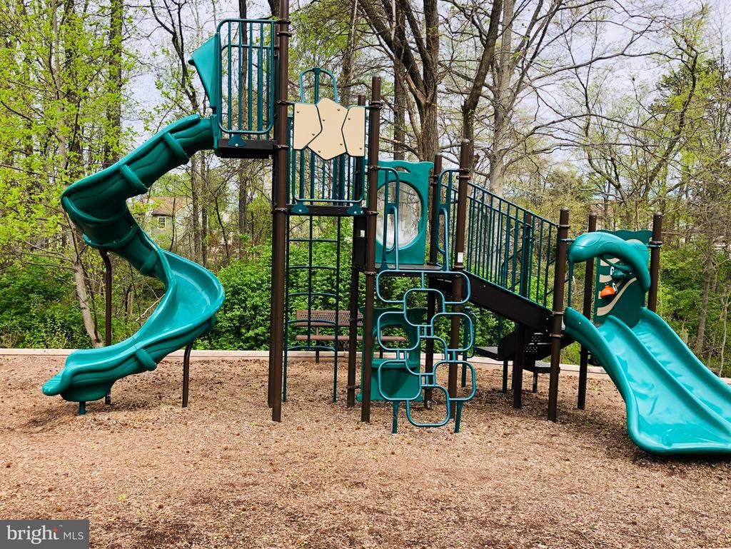 Community Tot Lot/Playground - 14522 BLACK HORSE CT, CENTREVILLE