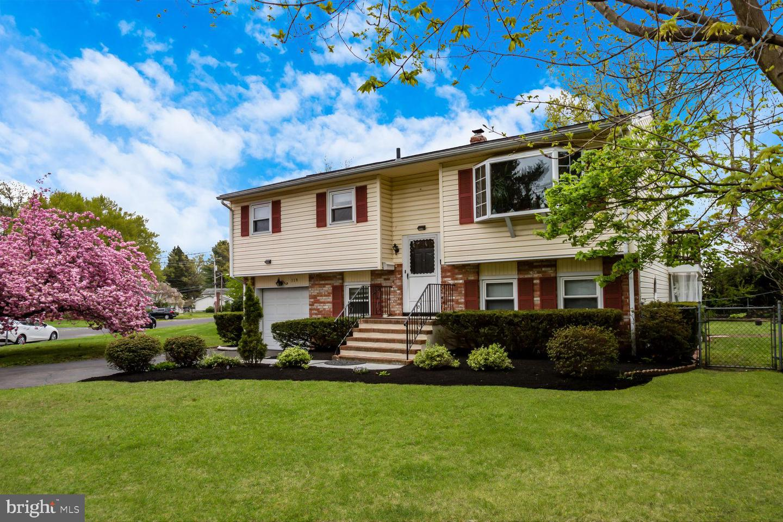 Villa per Vendita alle ore 119 SPRINGCREST Hightstown, New Jersey 08520 Stati UnitiIn/In giro: Hightstown Borough