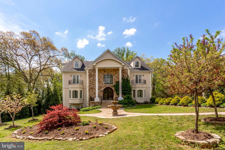 Single Family Homes pour l Vente à Annandale, Virginia 22003 États-Unis