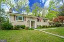 Gorgeous yard with mature landscaping - 2918 GLENVALE DR, FAIRFAX