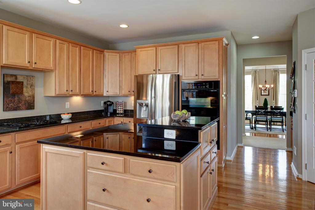 Designer Kitchen  with Custom Center Island - 43168 ALEX ST, LEESBURG