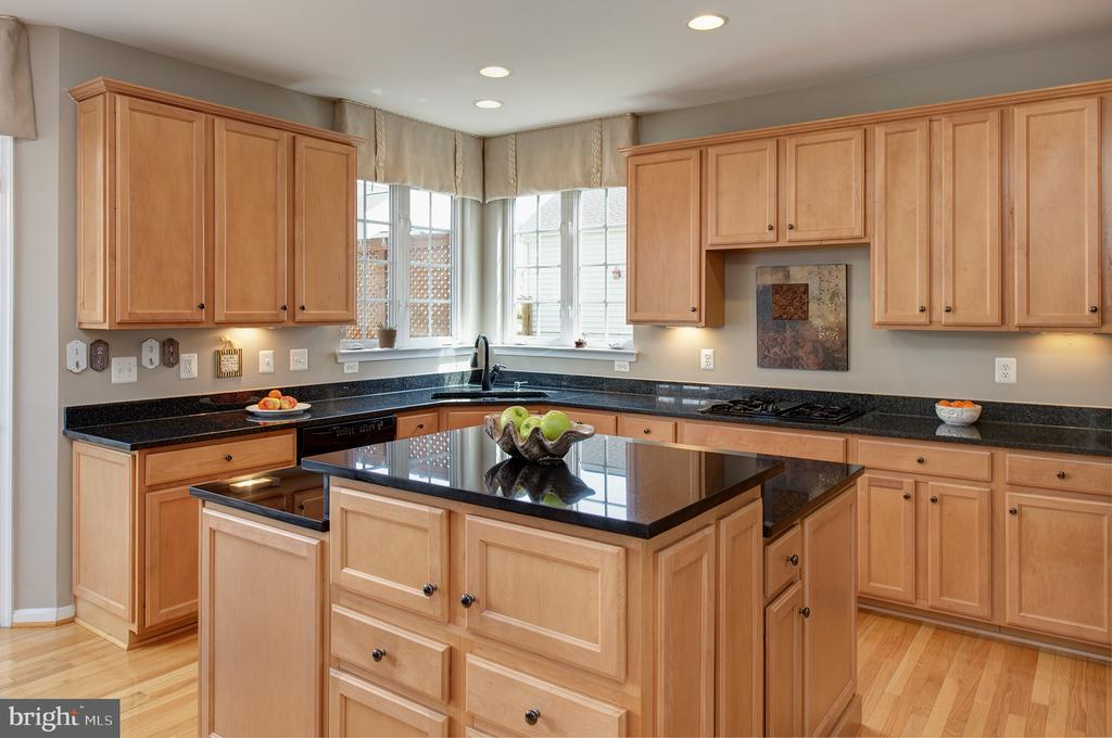 Upgraded Cabinets & Granite Counters - 43168 ALEX ST, LEESBURG