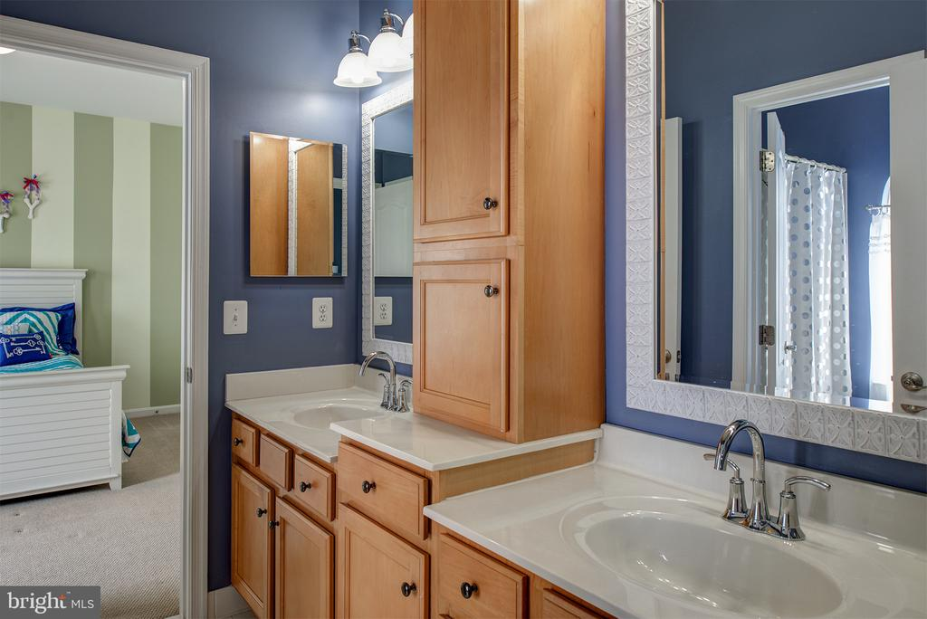 Upstairs Jack & Jill Bathroom, Custom Cabinetry - 43168 ALEX ST, LEESBURG