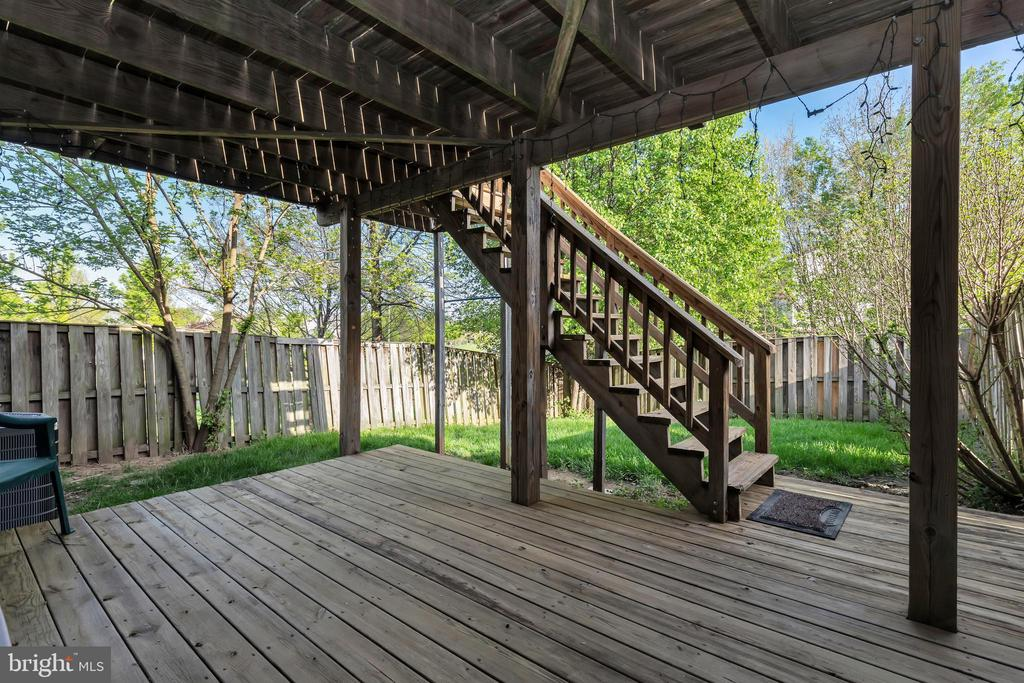 2 level deck in fenced rear yard - 610 COBBLER TER SE, LEESBURG