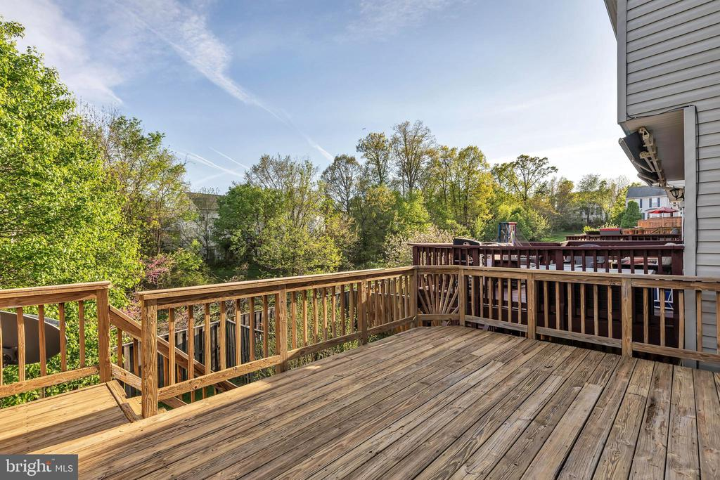 Newly power washed deck - 610 COBBLER TER SE, LEESBURG