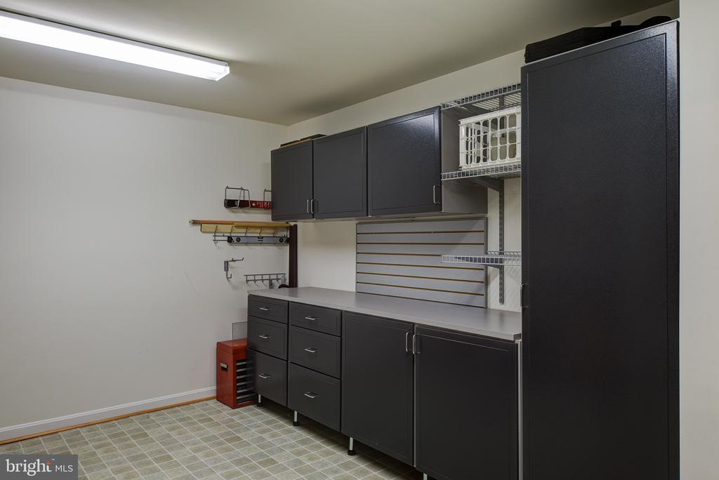 Basement Craft Room, Custom Built In - 43168 ALEX ST, LEESBURG