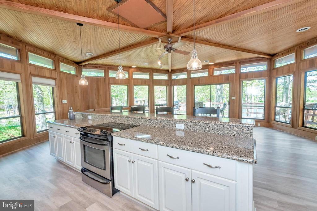 Enjoy visiting  while in the kitchen - 215 WAKEFIELD DR, LOCUST GROVE