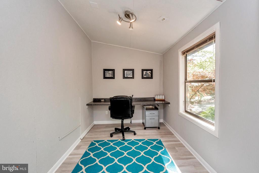 Office In Master Bedroom - 215 WAKEFIELD DR, LOCUST GROVE