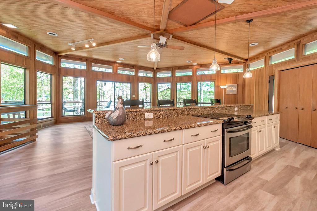 A Kitchen with  a VIEW! - 215 WAKEFIELD DR, LOCUST GROVE