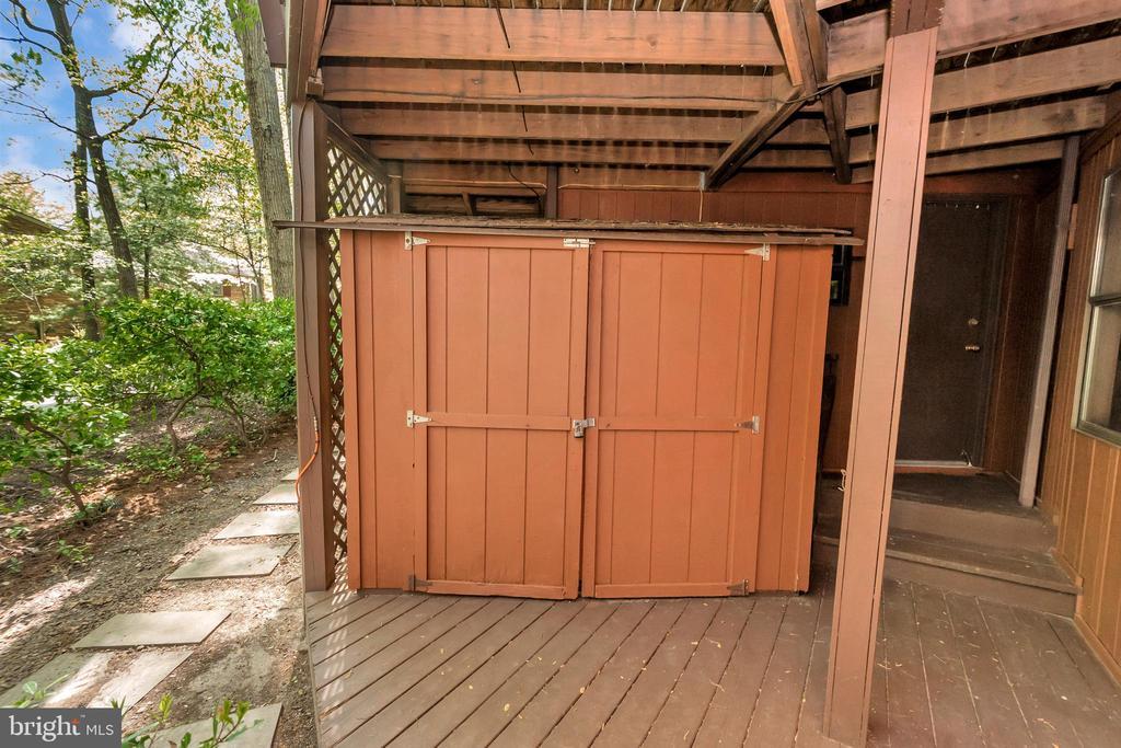 Outside Storage Area - 215 WAKEFIELD DR, LOCUST GROVE