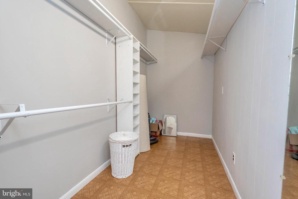 Walk In Closet Master Bedroom - 215 WAKEFIELD DR, LOCUST GROVE
