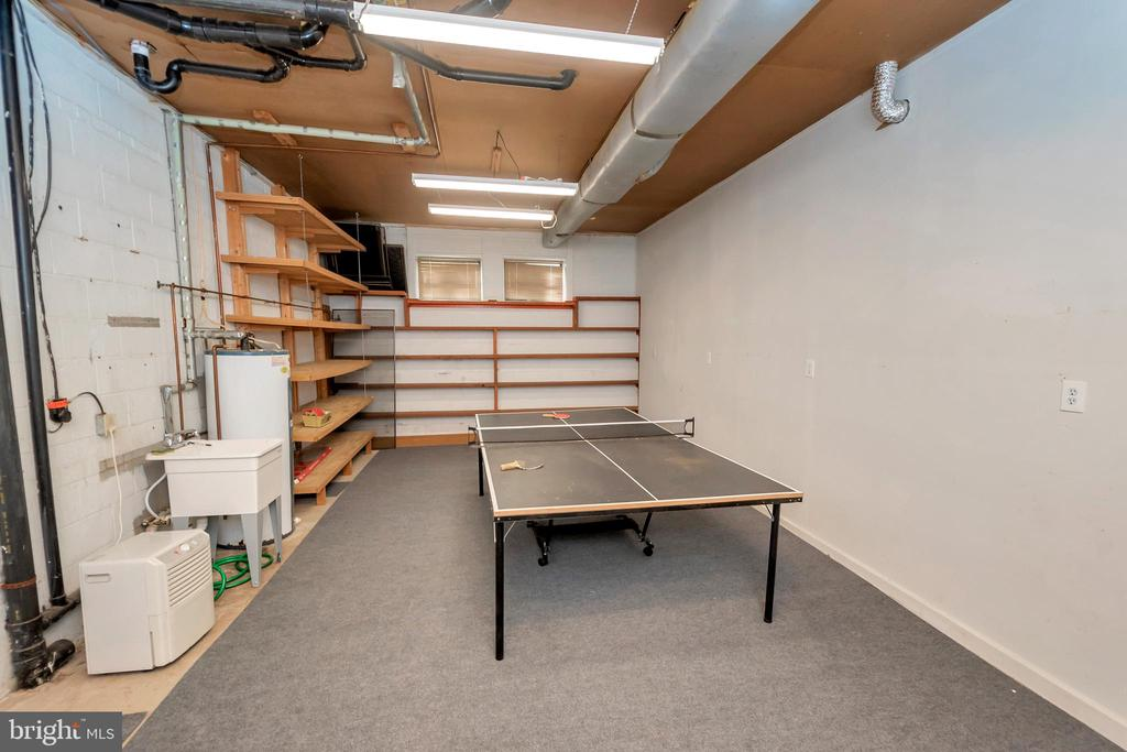 Game Room/ Hobby Craft Room Opens to outside - 215 WAKEFIELD DR, LOCUST GROVE