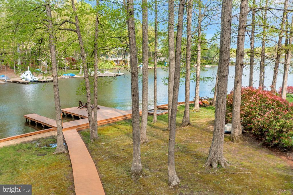 Walkway from home to the dock - 215 WAKEFIELD DR, LOCUST GROVE