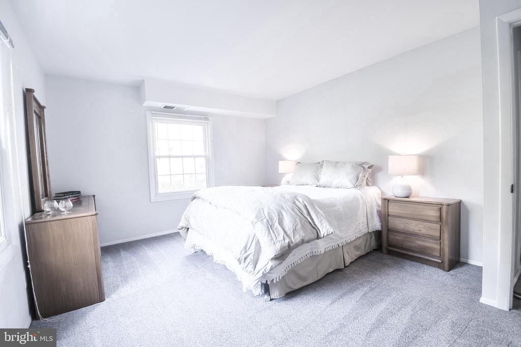 Bedroom 2 - 3975 LYNDHURST DR #202, FAIRFAX