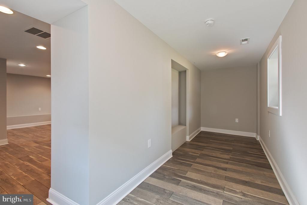 room off basement - 3006 ADAMS ST NE, WASHINGTON