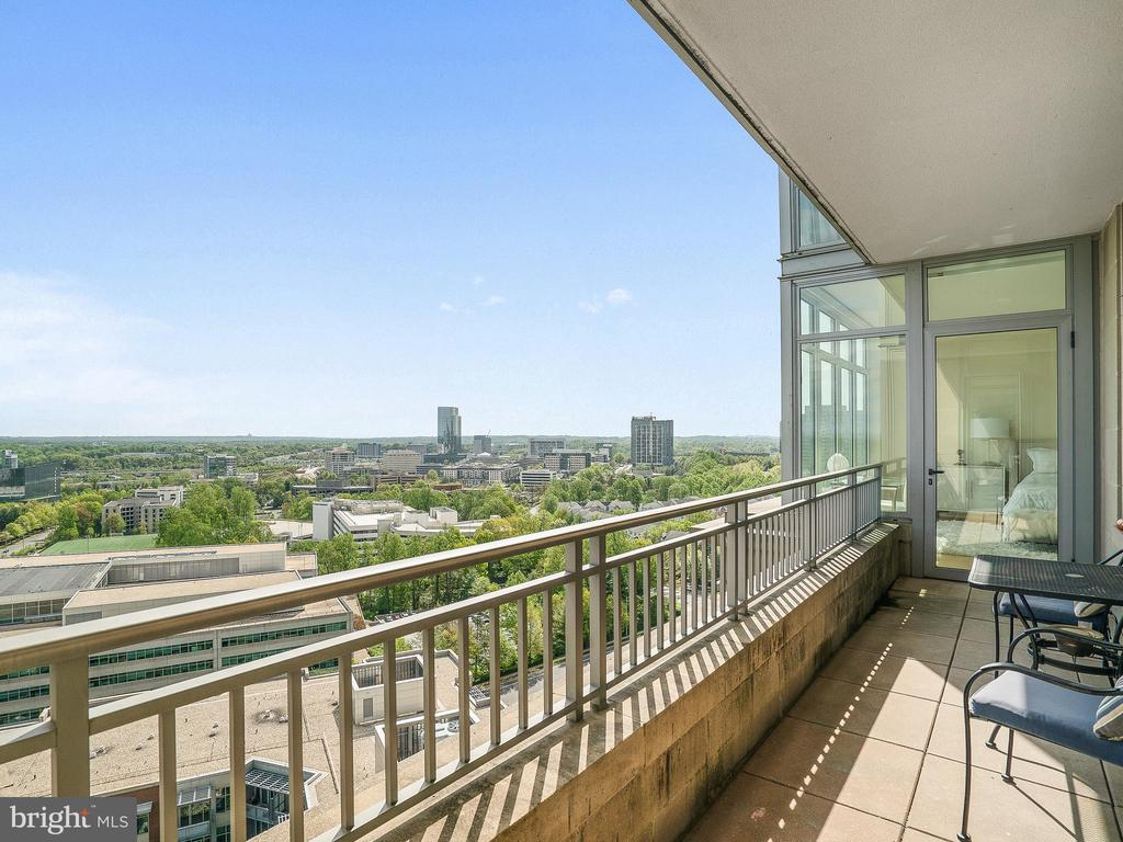 Private Balcony with 2 access - 8220 CRESTWOOD HEIGHTS DR #1814, MCLEAN
