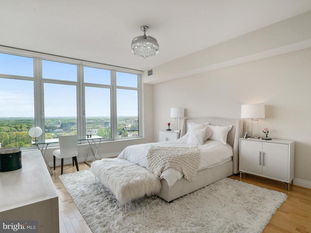 Bright & Spacious Master Suit - 8220 CRESTWOOD HEIGHTS DR #1814, MCLEAN