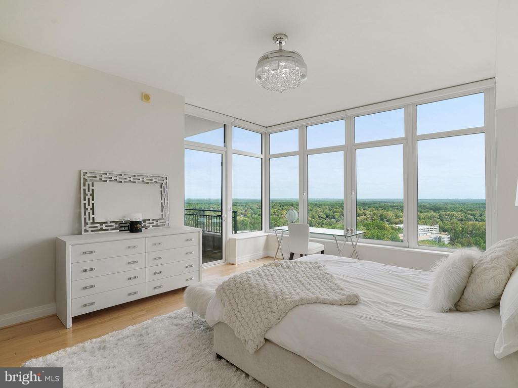 Wake up to the View - 8220 CRESTWOOD HEIGHTS DR #1814, MCLEAN