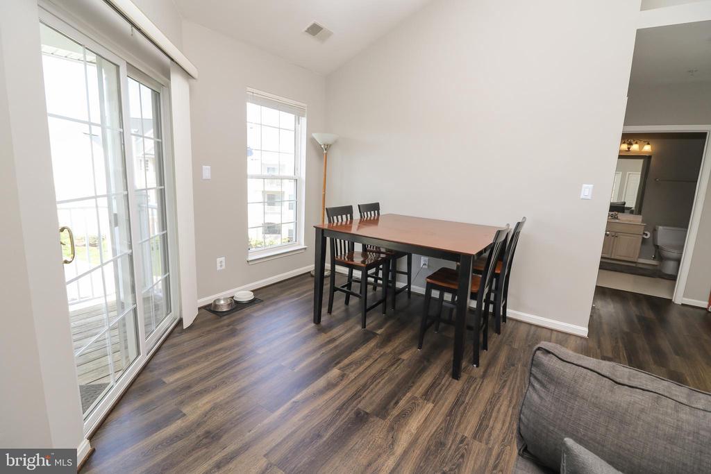 Dining Room - 25280 LAKE SHORE SQ #304, CHANTILLY