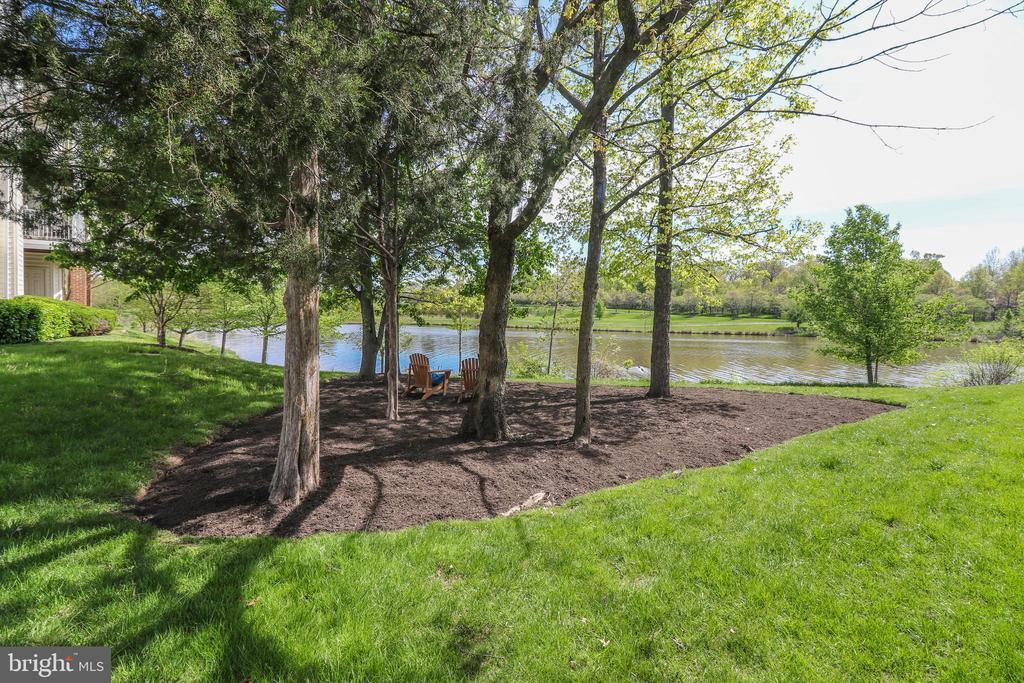 Community Lake Views - 25280 LAKE SHORE SQ #304, CHANTILLY