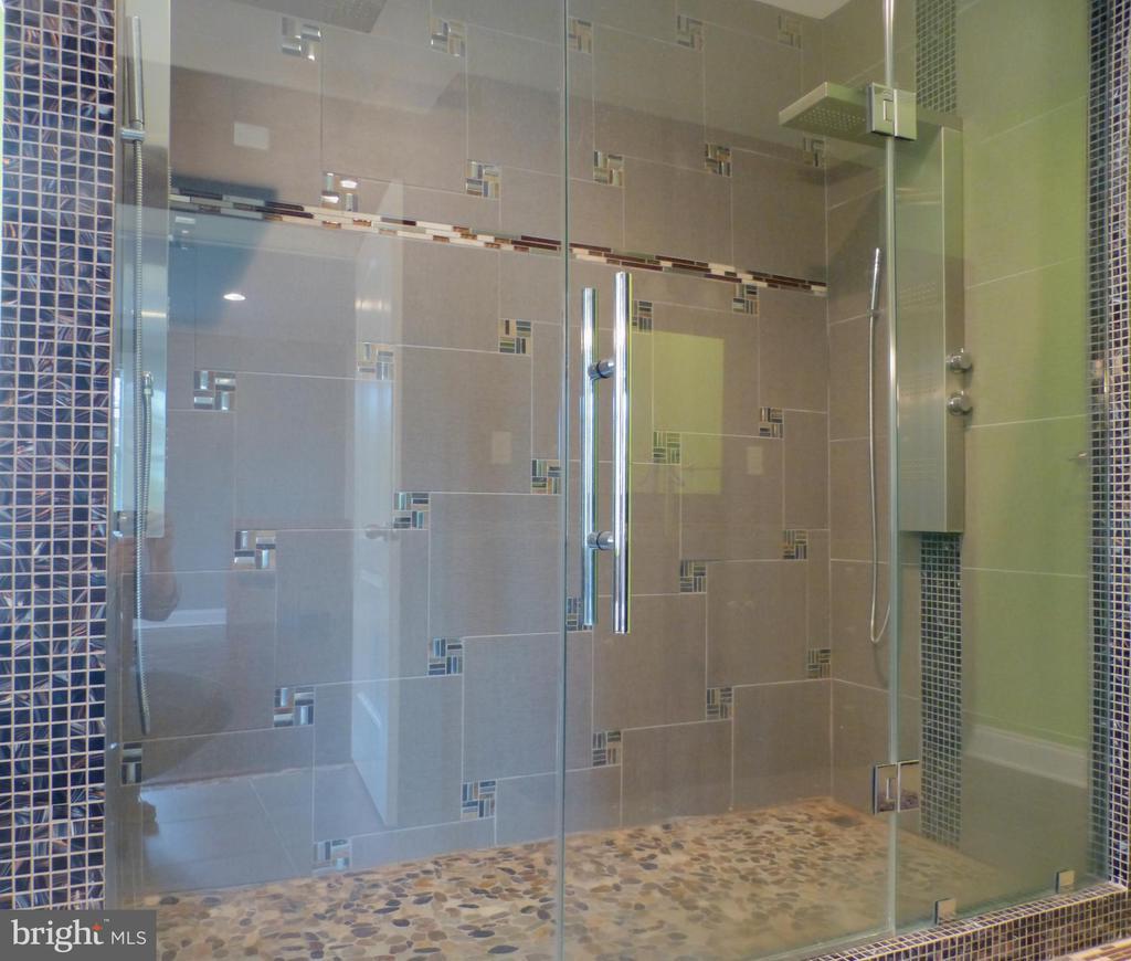 Custom Master Double Shower - 2621 STENHOUSE PL, DUNN LORING