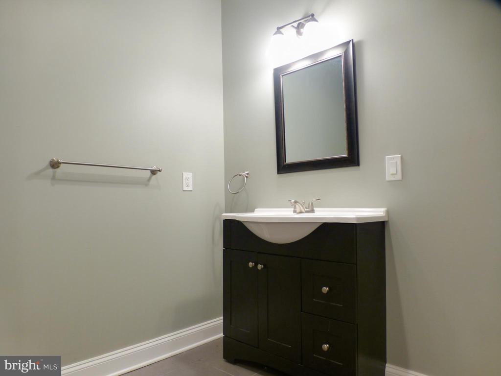 Third Bedroom Bath Vanity - 2621 STENHOUSE PL, DUNN LORING