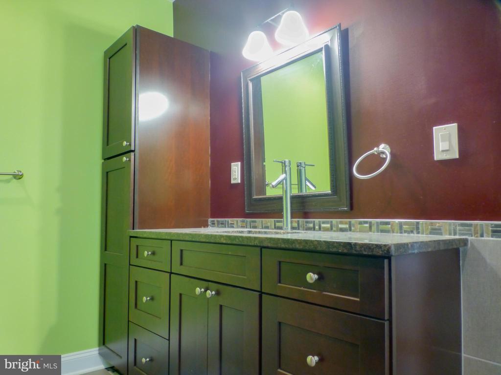 Two Separate Master Vanities - 2621 STENHOUSE PL, DUNN LORING