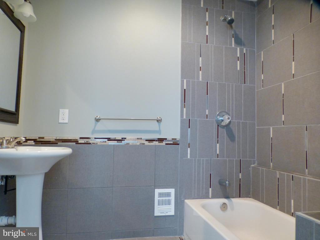 Main Level Master Bath - 2621 STENHOUSE PL, DUNN LORING