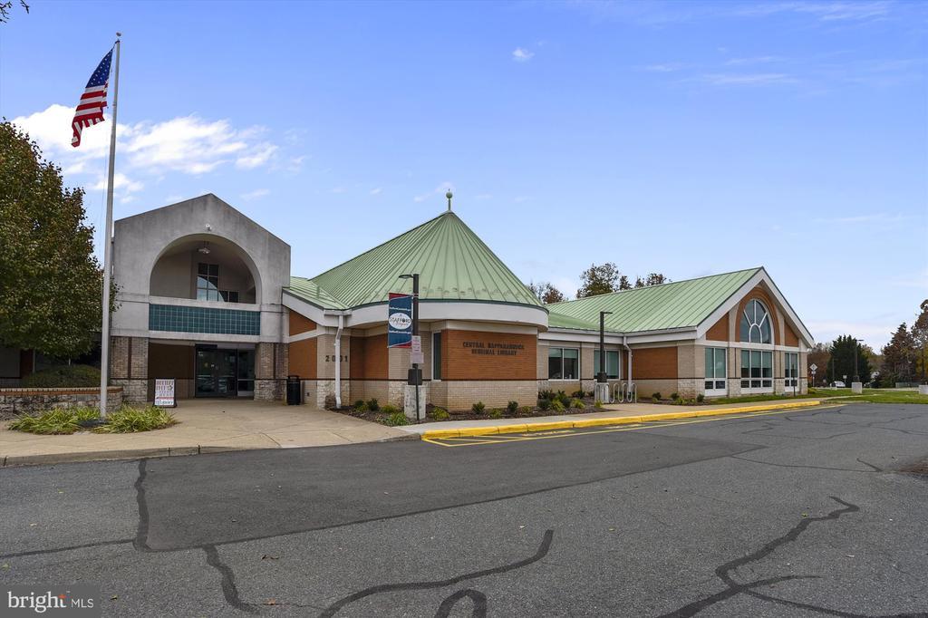 you'll love this local library too! - 48 SAVANNAH CT, STAFFORD