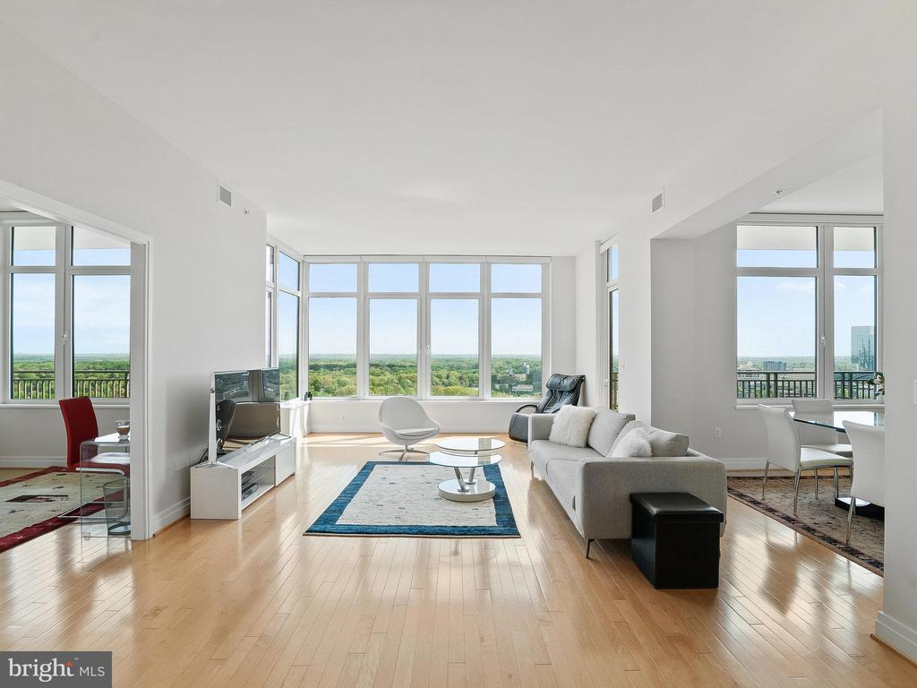 Views from Kitchen to open living, Dining & Den - 8220 CRESTWOOD HEIGHTS DR #1814, MCLEAN
