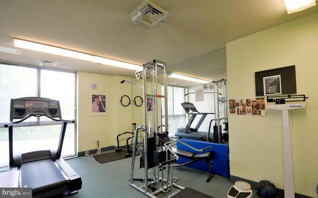 Work out - 1016 S WAYNE ST #812, ARLINGTON