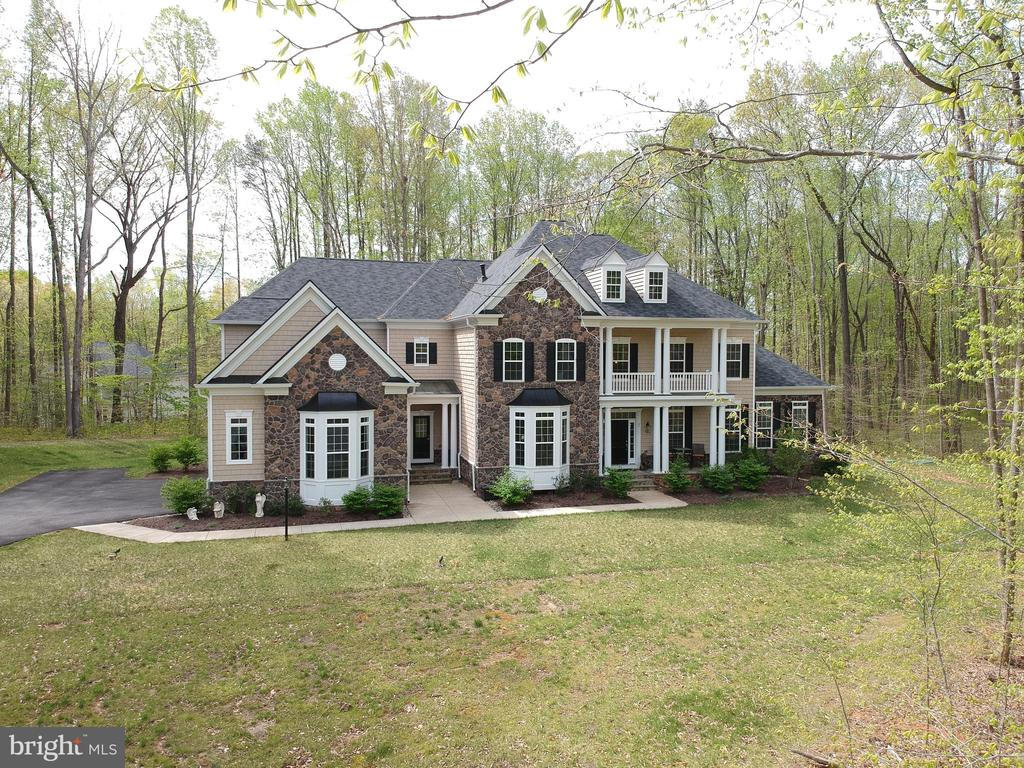 Elegance and upgrades inside - 21 GLENVIEW CT, STAFFORD